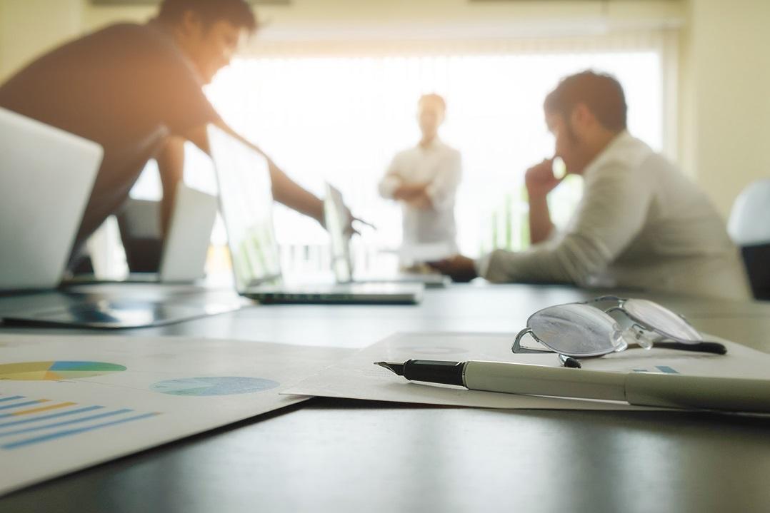 راهنمایی در جهت آماده سازی و برگزاری هر چه پربارتر جلسات هیئت مدیره