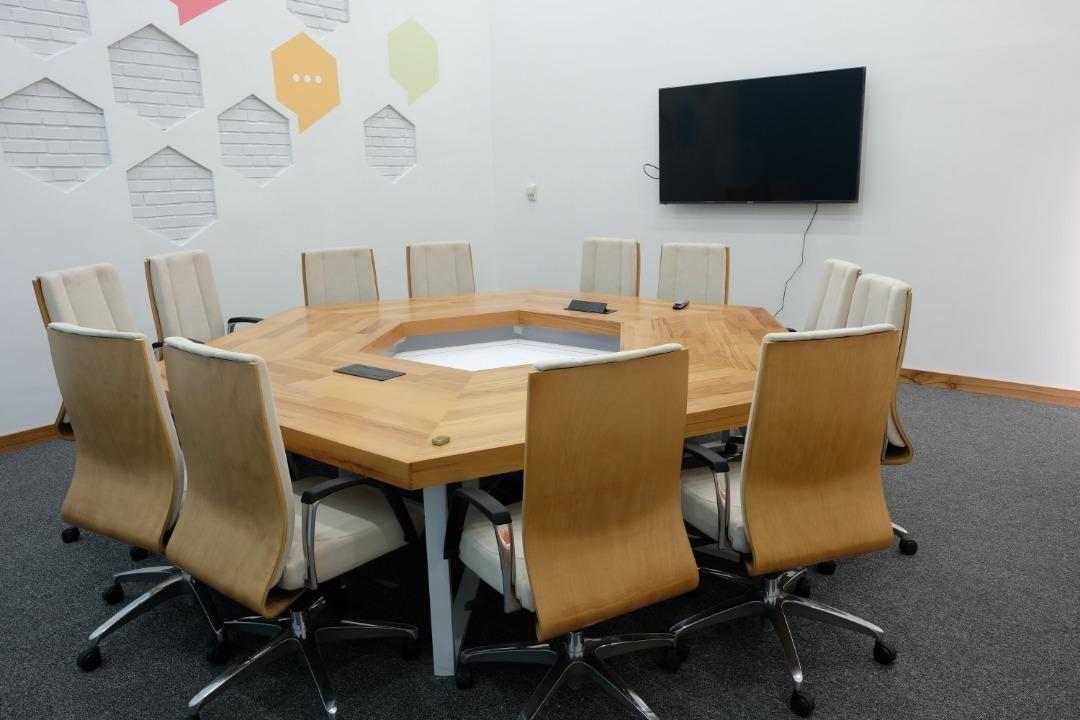 اتاق جلسات مرکز نوآوری مانا