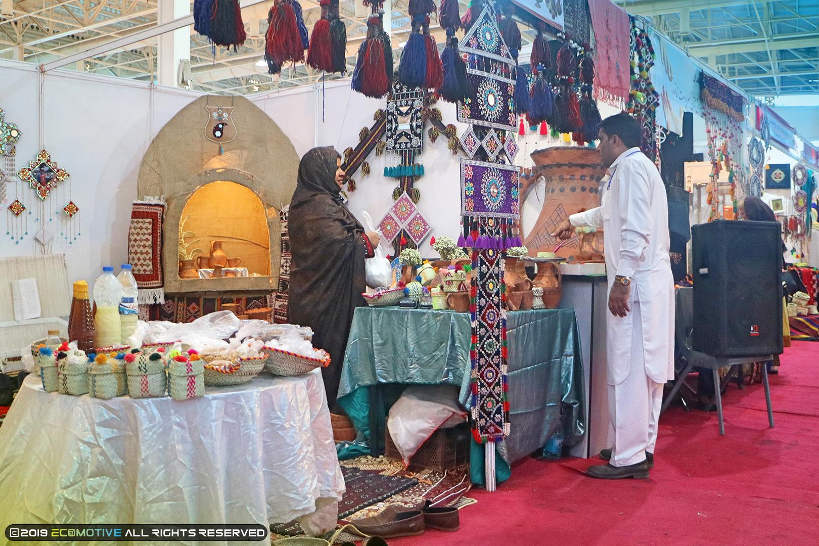 غرفه زنان روستایی در نمایشگاه توانمندیهای روستاییان و عشایر