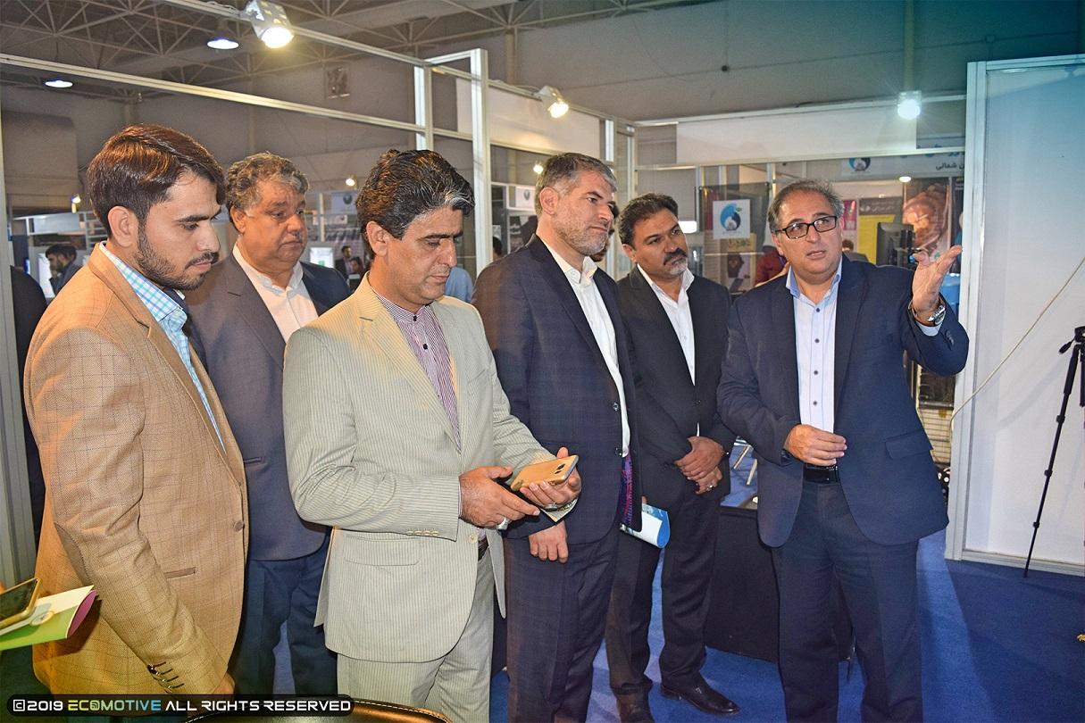 بازدید نماینده کاشان در مجلس شورای اسلامی از نمایشگاه توانمندیهای روستاییان و عشایر