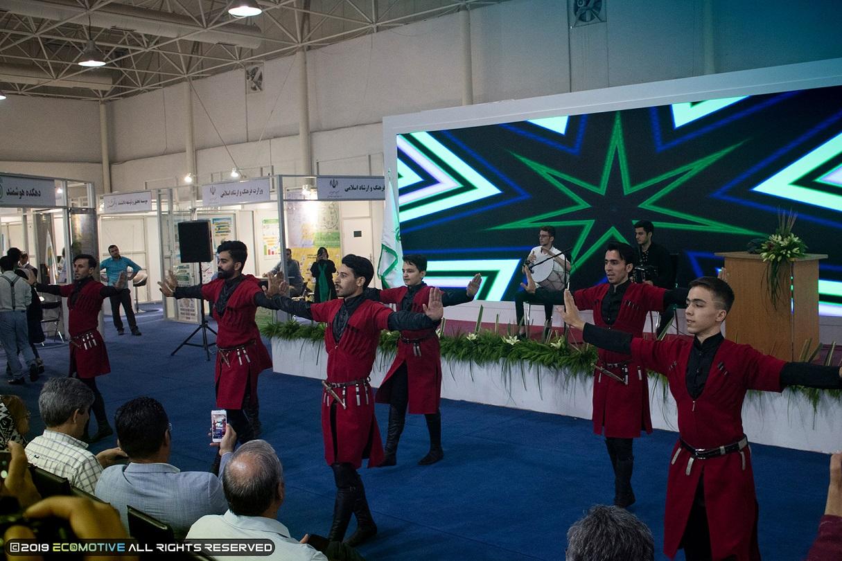 رقص آذری در نمایشگاه توانمندیهای روستاییان و عشایر