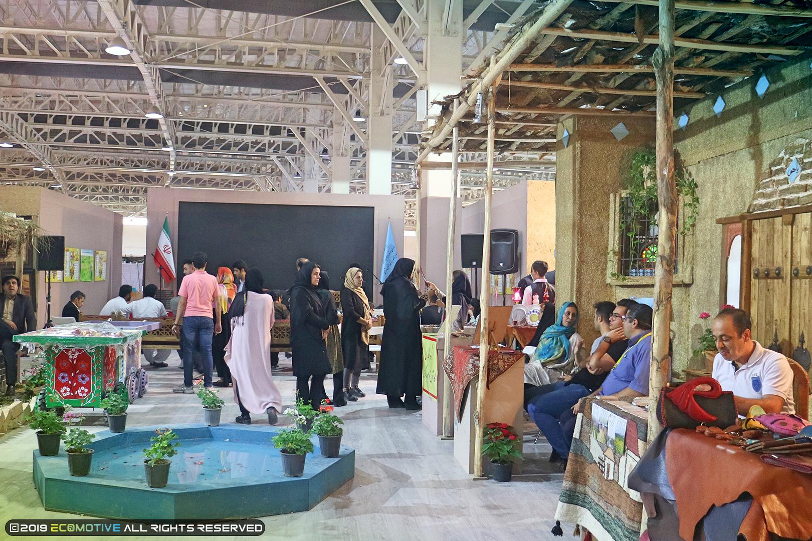 حضور مردم در نمایشگاه نمایشگاه توانمندیهای روستاییان و عشایر