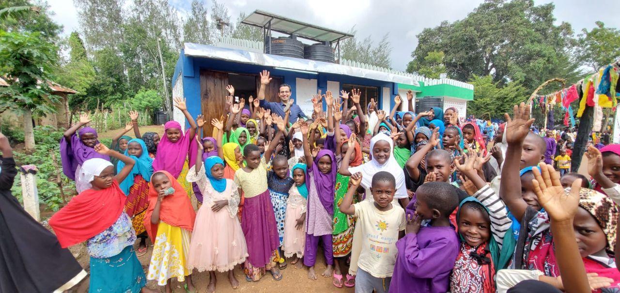 دکتر حامد بهشتی مخترع دستگاه آب شیرین کن خورشیدی در آفریقا