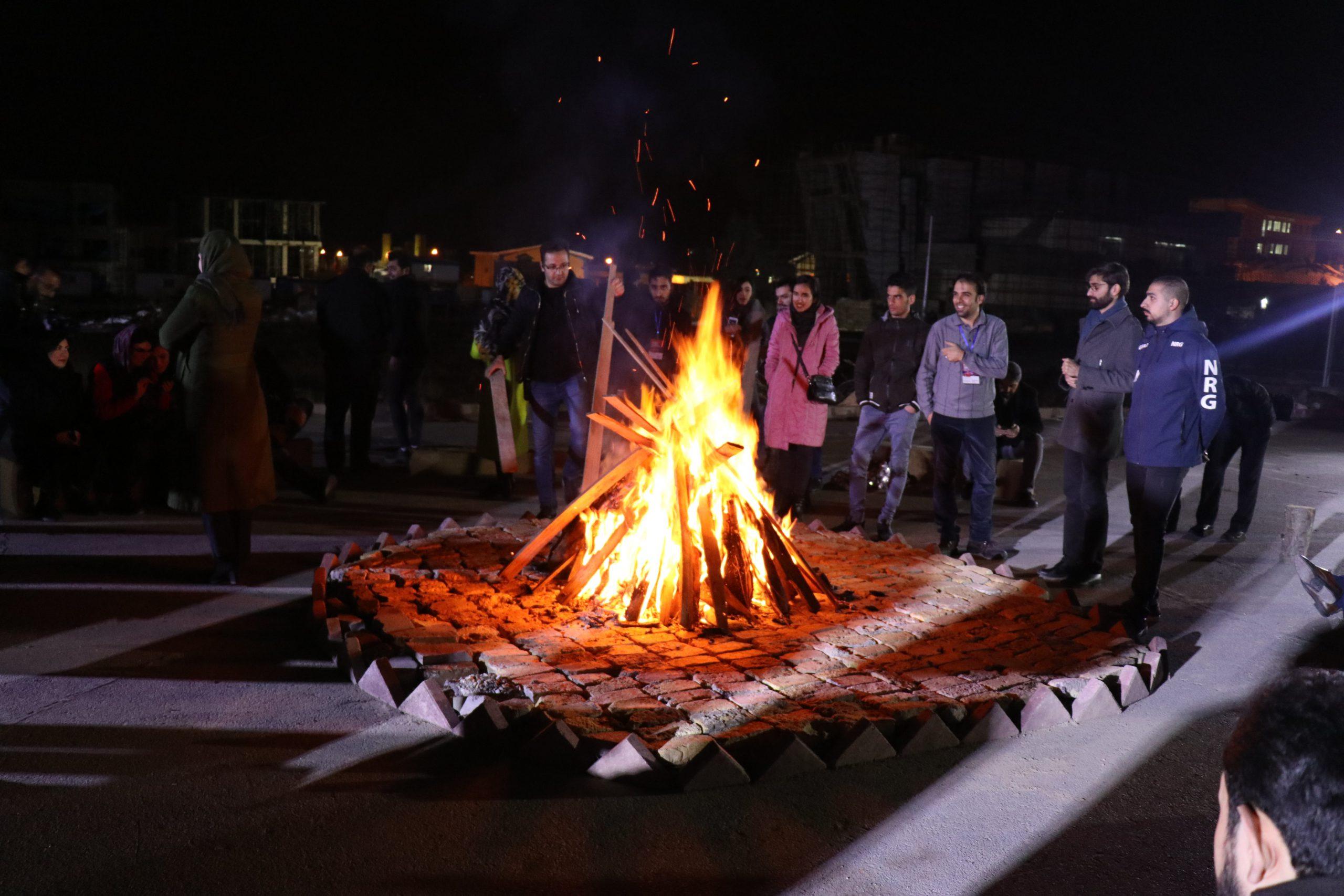 شب نشینی کنار آتش رویداد پردیس سامیت