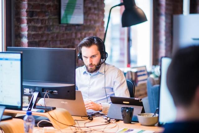 در شتابدهی آنلاین چه رخ میدهد؟